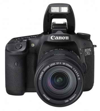 canon-eos-7d-front-with-flash