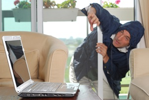 burglar-and-laptop